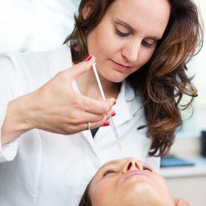Stirnfalten-Unterspritzung bei Dr. Henriette Salloum in Leipzig